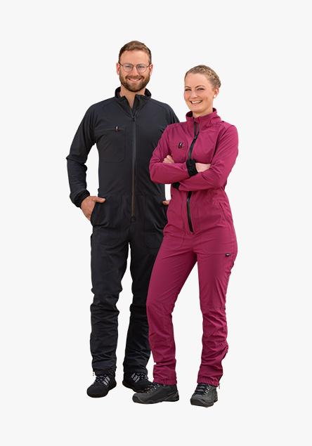 Frau und Mann mit hairtex Overalls stehen gemeinsam im Stall.